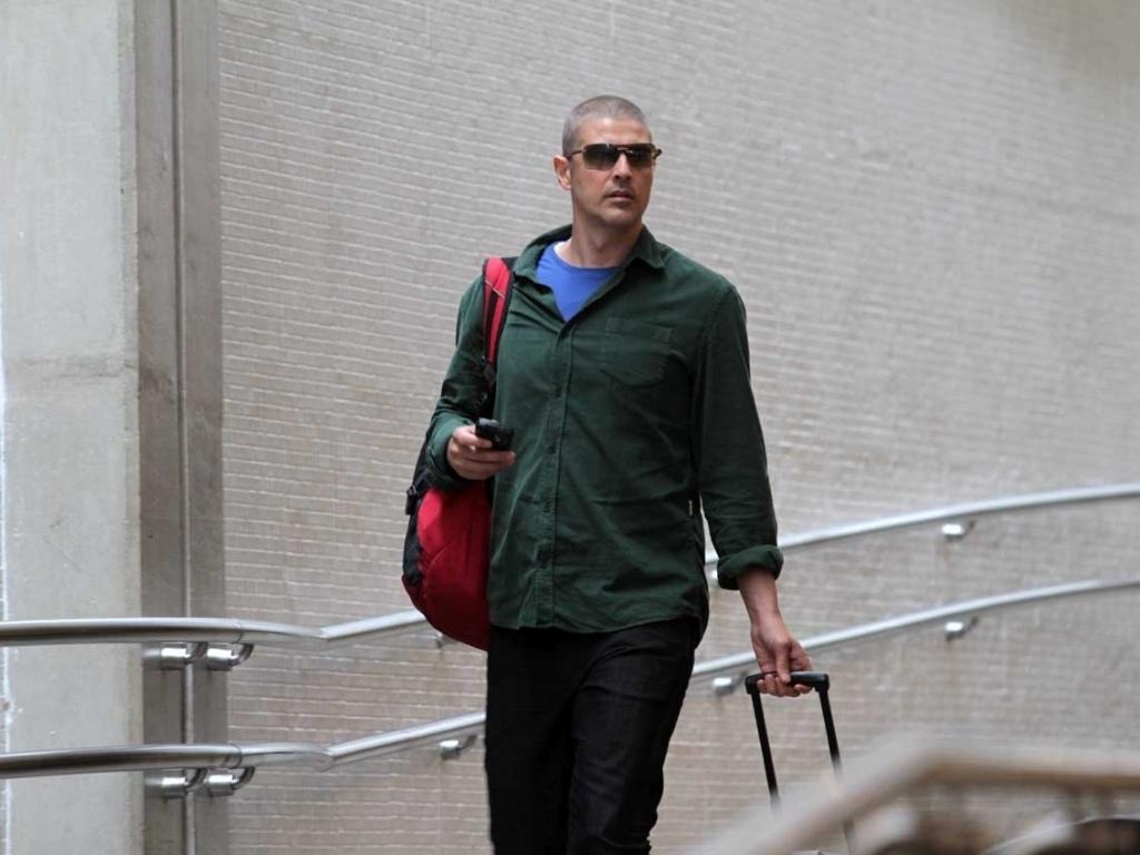 Reynaldo Gianecchini é flagrado ao desembarcar no aeroporto de Congonhas, em São Paulo (15/2/12)