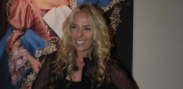 A apresentadora Adriane Galisteu estudava inglês a 1h da manhã quando fazia o curso online