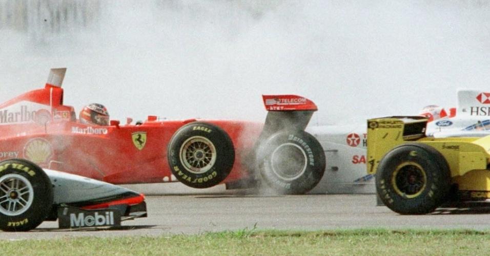 Após surpreender e conseguir o quinto lugar no grid de largada com uma Stewart no GP da Argentina de 1997, Barrichello levou azar logo na primeira volta e abandonou após ser atingido pelo carro de Michael Schumacher