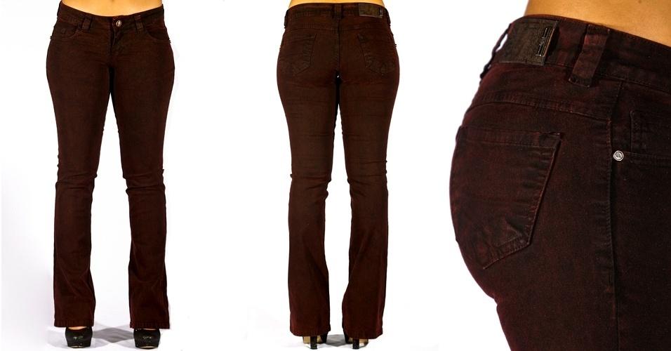 Calça jeans black vinho boot cut; R$80,00 na Sawary  (www.sawary.com)