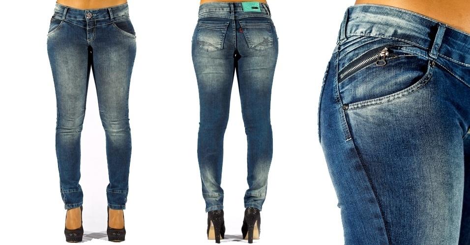 Calça  jeans blue com bolso trabalhado e detalhe de zíper ; R$54,99 da Taif na Textil Abril  (Tel.: 2799-2525)