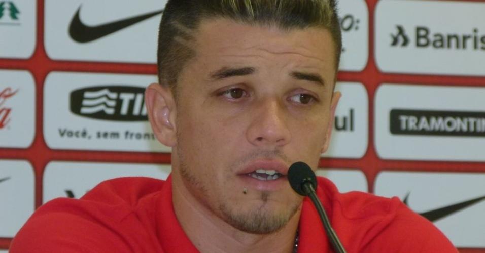 D'Alessandro volta a ser titular do Inter, após lesão, no jogo com o Juan Aurich (17/04/12)