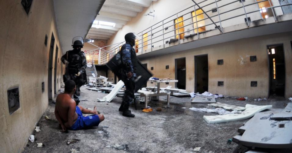 Incêndio provocado por detentos  em  rebelião no complexo penitenciário Advogado Antonio Jacinto Filho (Compajaf), em Aracaju, deixa estragos
