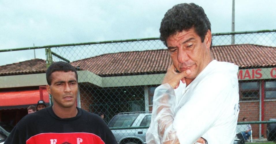 Joel Santana e Romário juntos no Flamengo em 1998; ex-jogador indicou o técnico para a seleção