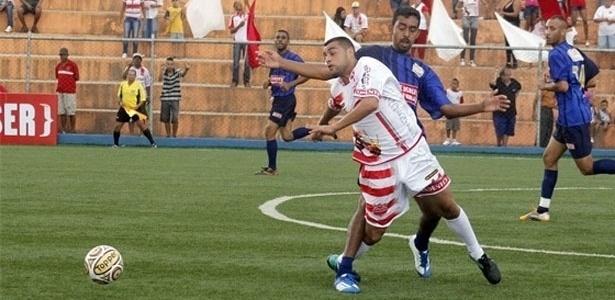 Jogador do Tiradentes sofre falta do marcador do Unidos