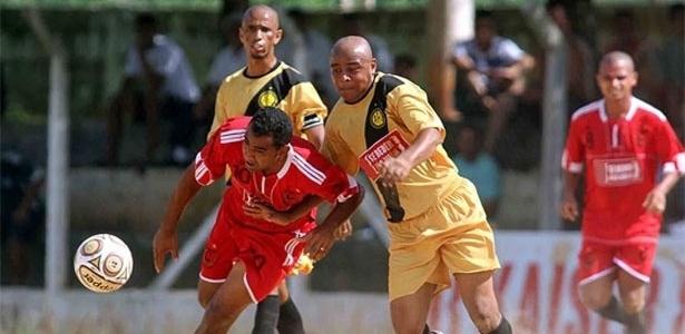 Lance de Classe A (vermelho) 0 x 0 Arsenal (amarelo)