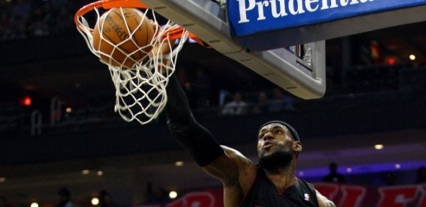 Lebron James marcou 37 pontos na vitória do Miami Heat sobre o New Jersey Nets (17/04/2012)