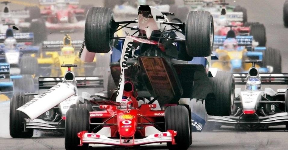 No GP da Austrália de 2002, Rubens Barrichello conquistou a pole position na primeira etapa da temporada, mas levou azar logo na primeira curva ao servir como
