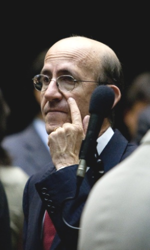 O deputado federal Rubens Otoni (PT-GO) aparece em um vídeo divulgado pela revista Veja no qual Carlinhos Cachoeira lhe oferece R$ 100 mil para sua campanha em 2004, quando disputou a Prefeitura de Anápolis (GO). Otoni disse que foi vítima de chantagem