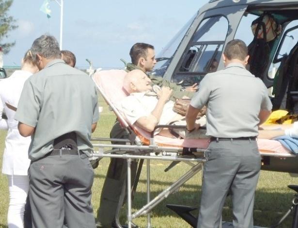 O turista argentino Juan Goldwaser, 76, que viajava em transatlântico pela costa brasileira, passou mal e precisou ser socorrido por um helicóptero da Marinha