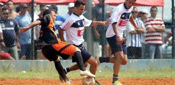 O Vila Izabel (branco) teve a vantagem de jogar em seu campo e não decepcionou contra o Jd. Jaqueline