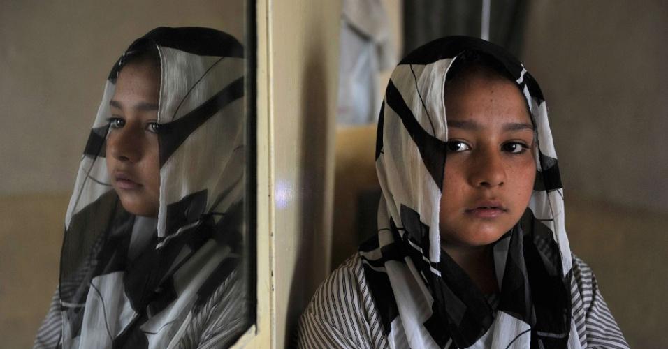 """Tarana Akbari, 11, """"a garota do vestido verde"""", afirma que ainda tem pesadelos com o dia do ataque suicida que a tornou famosa"""