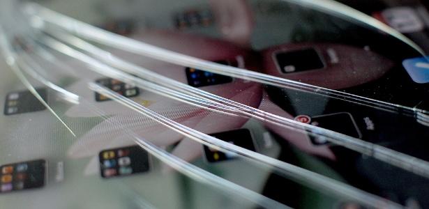 Quebrou a tela de seu smartphone, tablet ou notebook? Veja o que é possível fazer. (Foto: Flavio Florido/UOL)