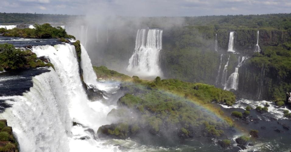 A falta de chuva reduz em até três vezes a vazão nas Cataratas do Iguaçu, no Paraná, eleitas como uma das Sete Maravilhas da Natureza pela Fundação New7Wonders of Nature