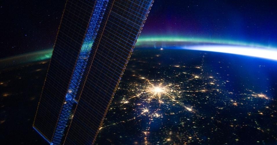 A fotografia tirada por um tripulante da Estação Espacial Internacional e divulgada pela Nasa (agência espacial americana) mostra a capital da Rússi