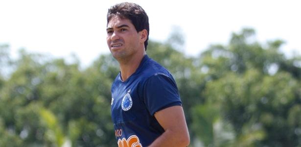 Emprestado pelo Cruzeiro, lateral direito Marcos ficará no Vitória até o final deste ano