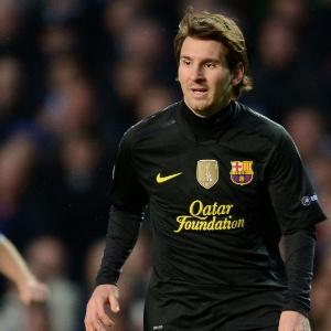 Lionel Messi observa movimentação do Barcelona em jogo contra o Chelsea; para se tornar um bom jogador, é preciso ter funções executivas potentes
