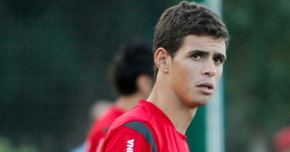 Oscar se prepara para iniciar treino pelo Internacional