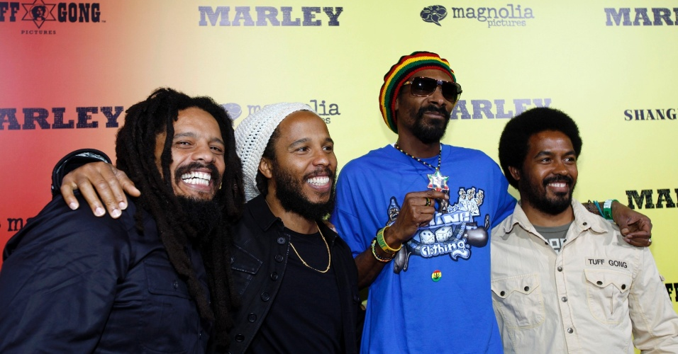 Rohan Marley, Ziggy Marley, o rapper Snoop Dogg e Robbie Marley prestigiam a pr&#233;-estreia do document&#225;rio sobre o m&#250;sico Bob Marley, &#34;Marley&#34; em Hollywood (17/4/12)
