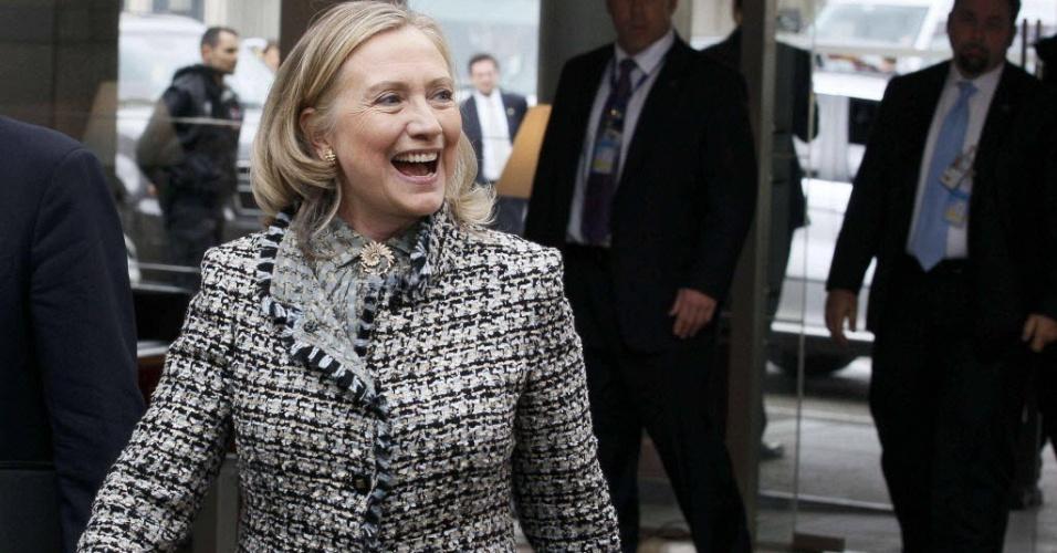 Secretária de Estados dos EUA, Hillary Clinton, chega ao quartel-general da Otan em Bruxelas (Bélgica), onde haverá reunião sobre os planos para a retirada de tropas da Otan no Afeganistão