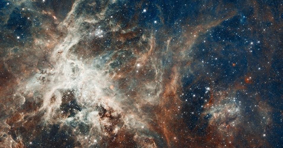 A imagem divulgada pela Nasa (agência espacial americana) mostra região de formação de estrelas conhecida como ''30 Dourados'' ou nebulosa da Tarântula, localizada na Grande Nuvem de Magalhães