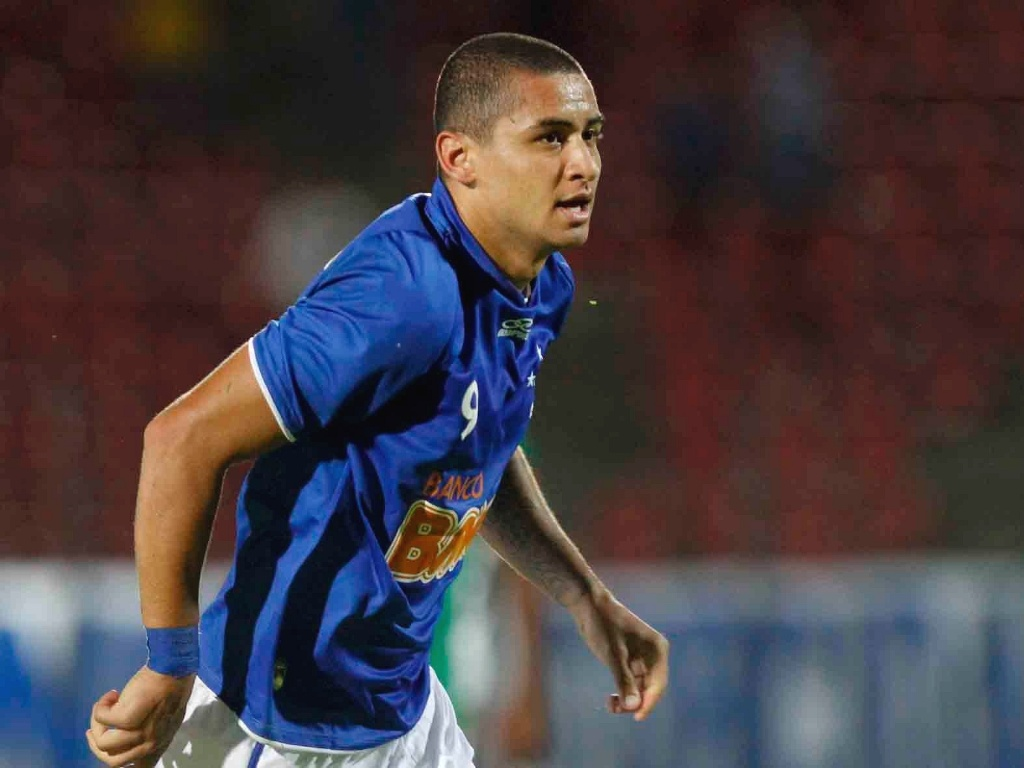 Atacante Wellington Paulista durante goleada do Cruzeiro sobre a Chapecoense por 4 a 1 (18/4/2012)