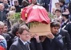 Enterro de Morosini é marcado por homenagens e lembranças ao ex-jogador