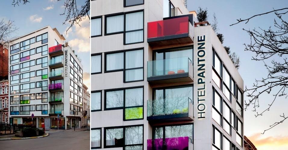 Fachada do Pantone Hotel, na capital da Bélgica, que tem projeto do designer de interiores Michel Penneman e do arquiteto Olivier Hannaert. Algumas cores da paleta desenvolvida pela empresa homônima podem ser observadas nas sacadas e vidraças