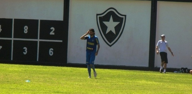Loco Abreu treinou normalmente aps ser barrado contra o Guarani