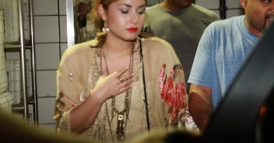 No Brasil para shows, Demi Lovato janta em churrascaria no Rio de Janeiro (18/4/12)