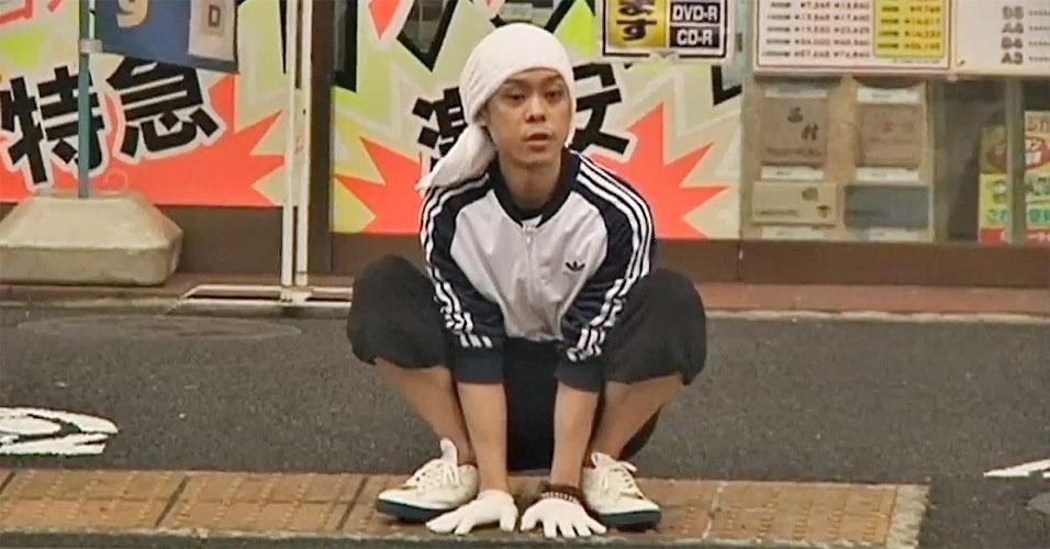 O japonês Kenichi Ito, de 29 anos, é o homem mais rápido do mundo a andar ?de quatro?