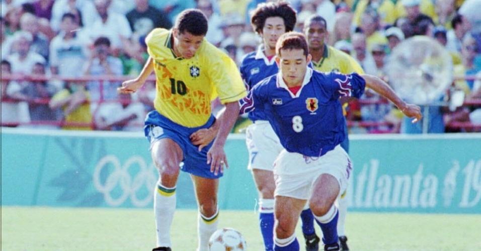 Rivaldo, em jogo da seleção brasileira contra o Japão, nos Jogos Olímpicos de 1996