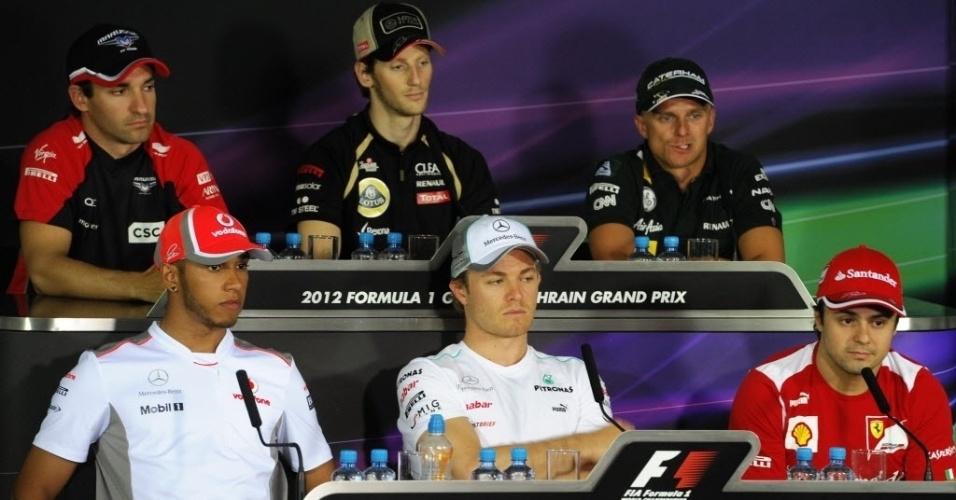 Timo Glock, Romain Grosjean, Heikki Kovalainen, Lewis Hamilton, Nico Rosberg e Felipe Massa participam de coletiva no Bahrein