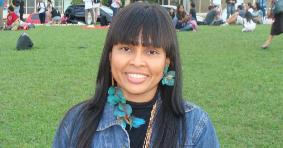 """Caloura no curso de medicina na UFMG, atriz indígena do filme """"Xingu"""" quer ajudar seu povo depois de graduada"""