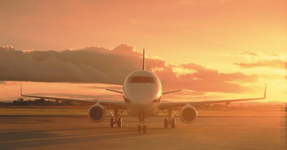 Avião comercial Embraer 170