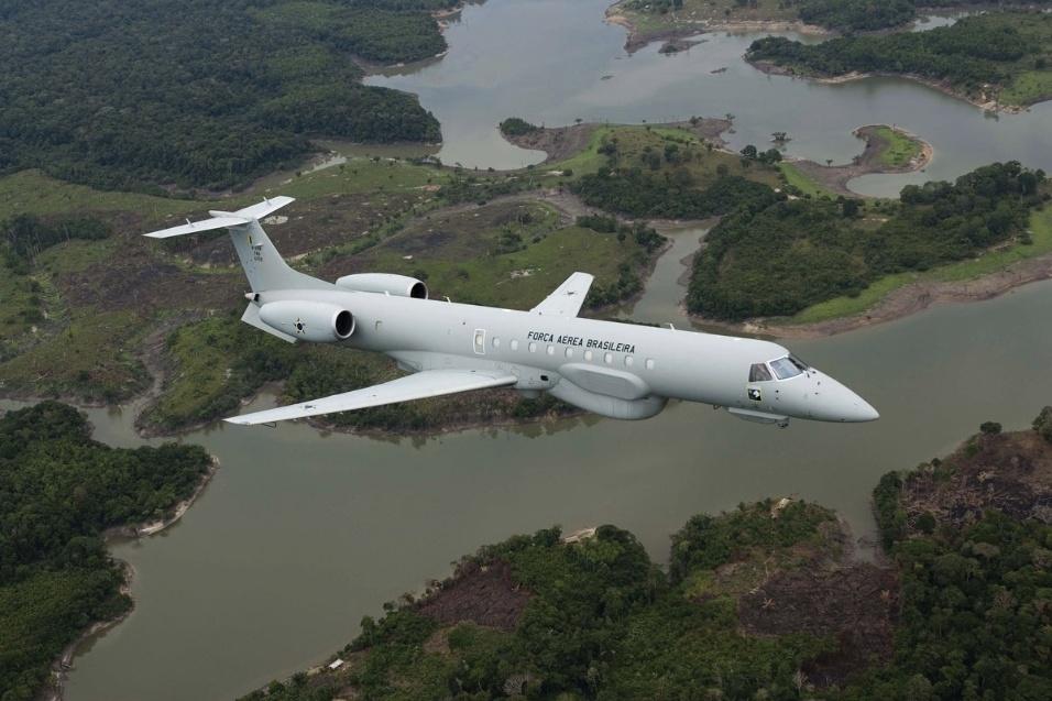 Avião EMB 145 AGS, produzido pela Embraer