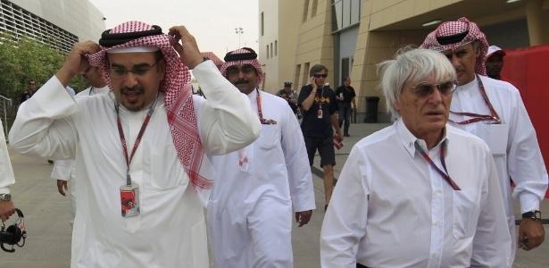Ecclestone passeia em Sakhir ao lado do príncipe Salman bin Hamad al-Khalifa
