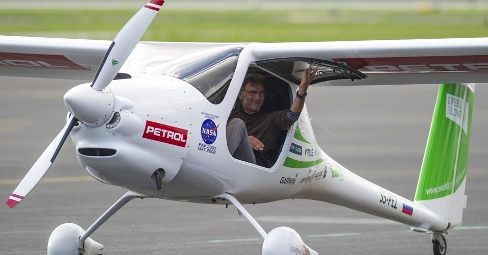 Biólogo esloveno realiza um périplo de 100.000 km em avião ecológico