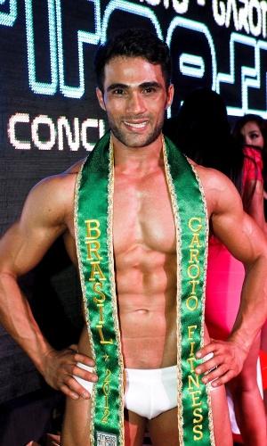 E hoje veste a faixa de Garoto Fitness Brasil 2012