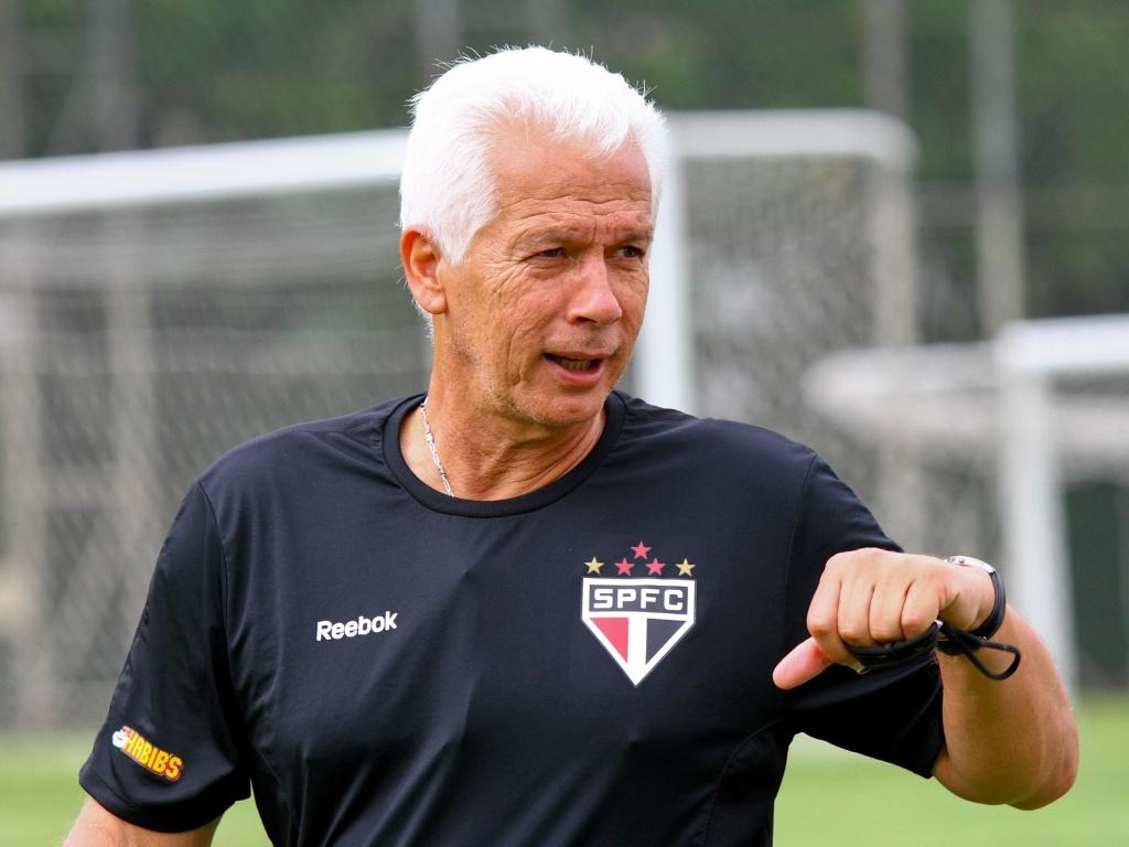 Leão comparou o volante reserva Casemiro com Kaká no treino desta sexta-feira (20/04/2012)