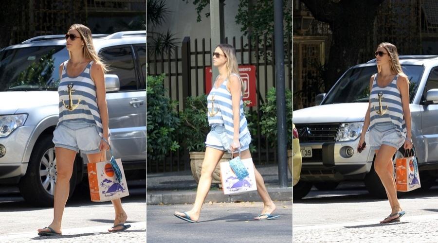 Luana Piovani circula pelo bairro do Leblon, zona sul do Rio (20/4/2012)