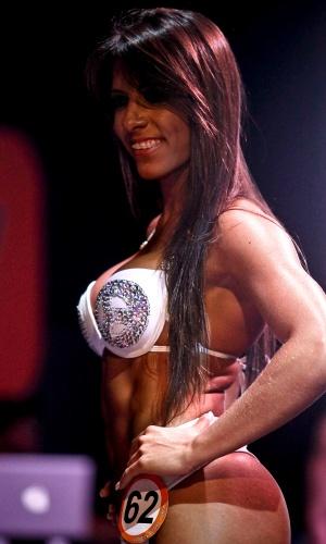 Nathalia, segunda colocada, desfila de biquíni