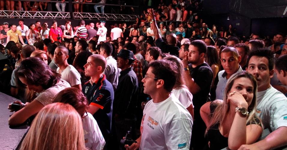 Plateia aguarda ansiosa os finalistas
