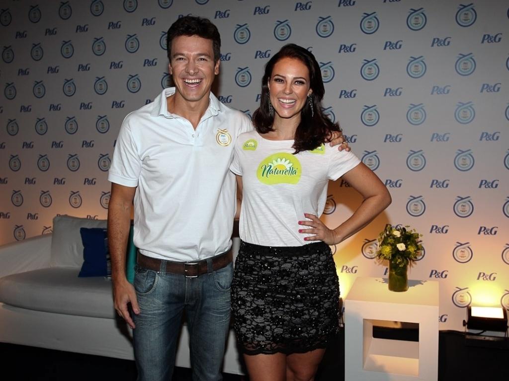 Rodrigo Faro e Paola Oliveira prestigiam evento em São Paulo (20/4/2012)
