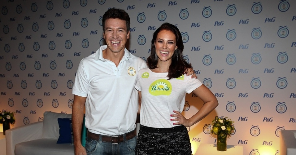 Rodrigo Faro e Paola Oliveira prestigiam evento em S&#227;o Paulo (20/4/2012)