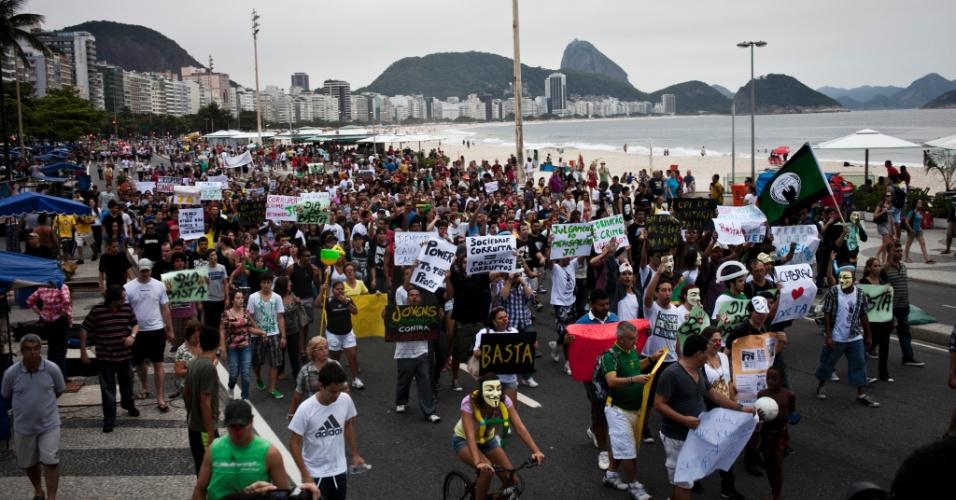 Cariocas participam da Marcha contra a Corrupção, no Rio de Janeiro