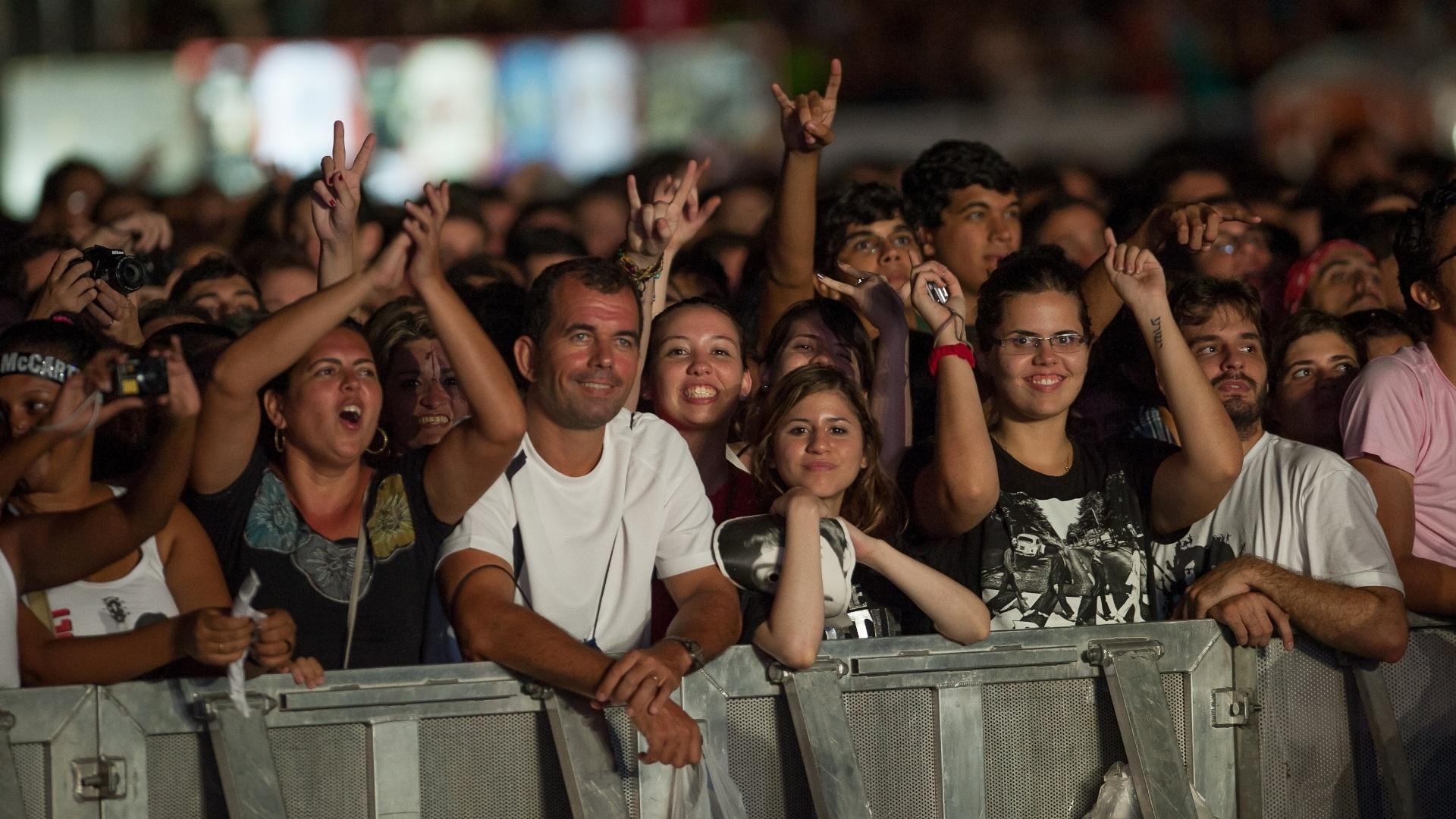 Fãs lotam o Estádio José do Rego Maciel, em Recife, durante o show de Paul McCartney (21/4/2012)