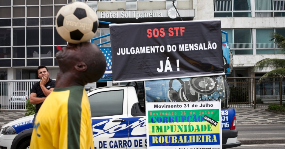 Manifesta&#231;&#227;o &#34;SOS STF - pelo julgamento do Mensal&#227;o antes da prescri&#231;&#227;o das penas&#34; &#233; realizada no Rio de Janeiro