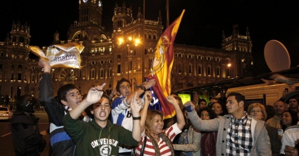 Torcida do Real Madrid comemorou a vitória na Praça de Cibeles, em Madri