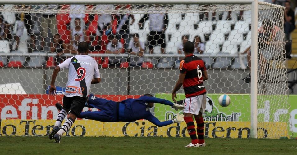 Goleiro do Flamengo, Felipe não consegue pegar o excelente chute do xará, meia do Vasco